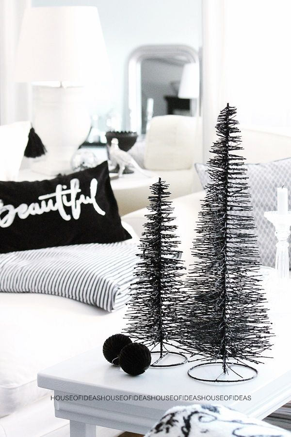 Christmas in Black and White #blackandwhite #christmas #decor #minimal #scandinavian