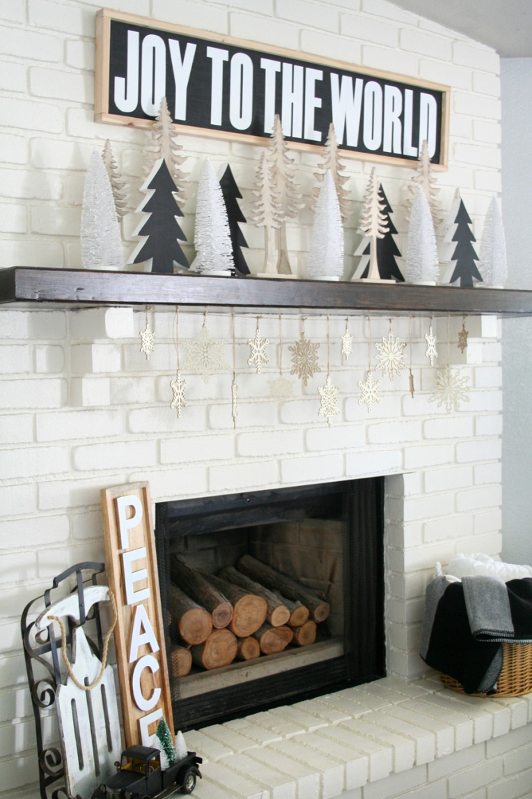 Black-White-Christmas-Mantel-1