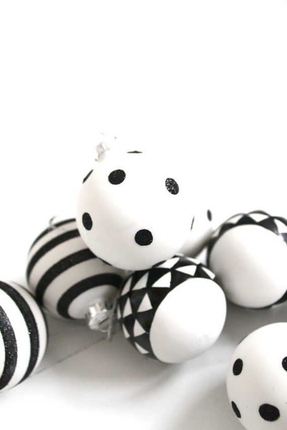 Black and White Christmas #blackandwhite #christmas #ornaments #minimal #design #decor #scandinavian