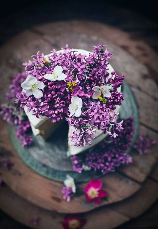 April color of the month: Lavender #purple #color #colorinspiration #designinspiration #cake