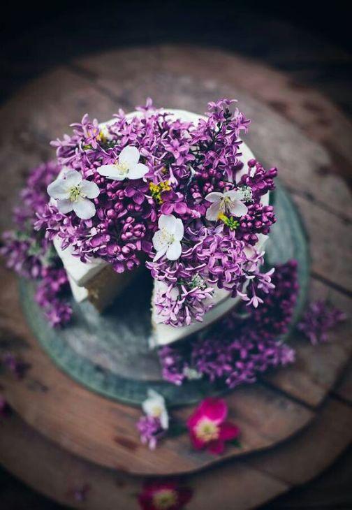April color of the month: Lavender #purple #color #colorinspiration #designinspiration #cake