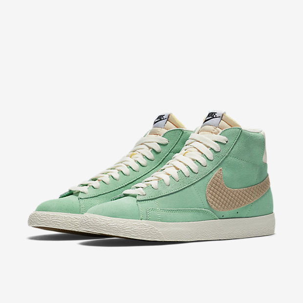 retro green nikes #hightops #retrostyle #nike #greenaesthetic