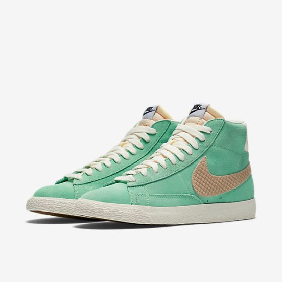 retro green nikes #hightops #retrostyle #nike #greenaesthetic
